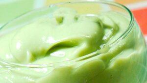Receta de mayonesa de aguacate , yogur y cilantro