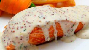 Receta de salmón al horno con manto de mayonesa y mostaza