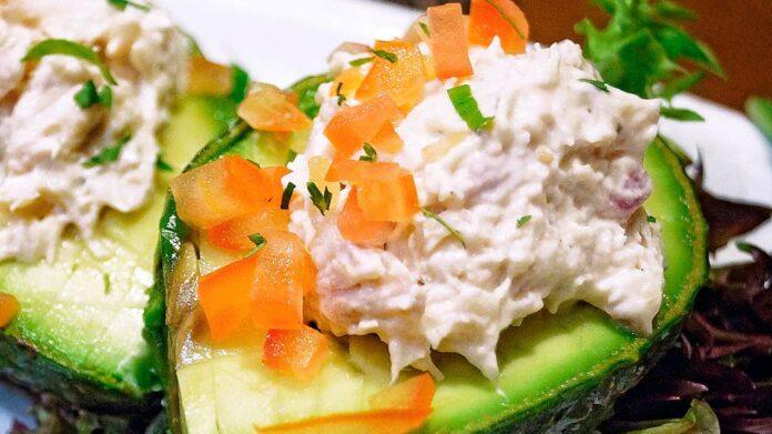 Receta de aguacates rellenos con salmón