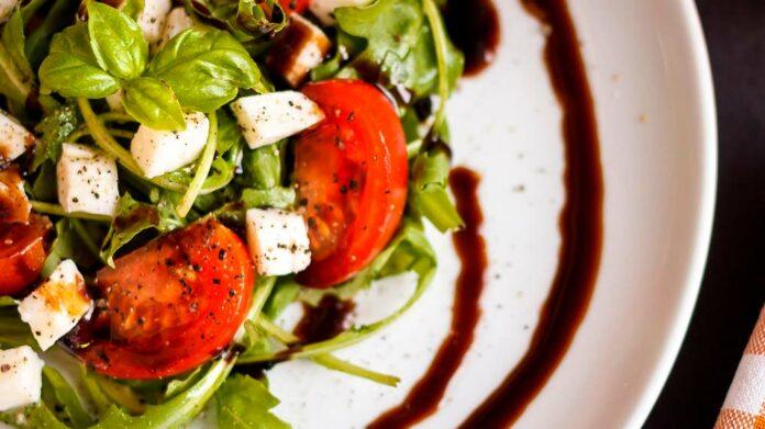 Receta de ensalada de tomate y aliño balsámico