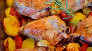 Receta de muslos de pollo horneados con ciruelas
