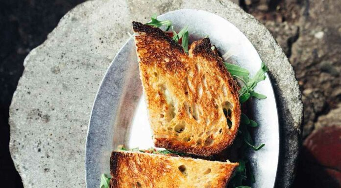 Receta de sandwich de manzana, brie y rucula