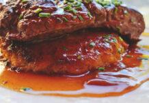 Receta de bistec en salsa picante de cebollas y arandanos