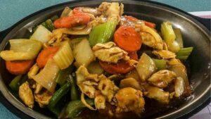 Receta de pollo salteado con verduras y almendras